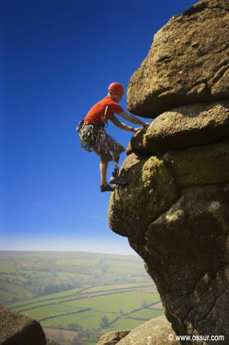 Prothesen-Klettern mit Beinprothese